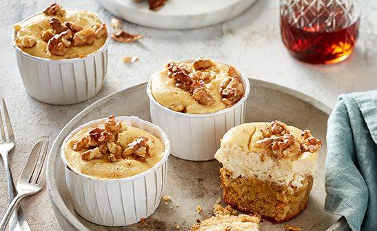 Jetzt Rezept für Möhren-Cheesecake-Muffins entdecken.